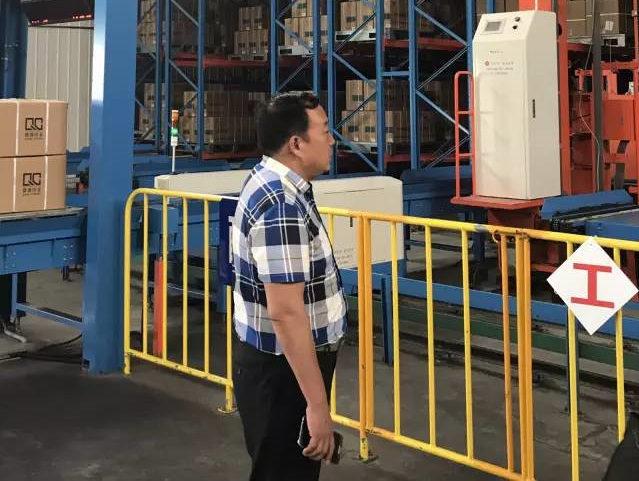 元通集团董事长姜克生参观医药存储仓库
