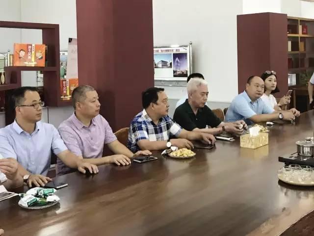 考察成员参与座谈